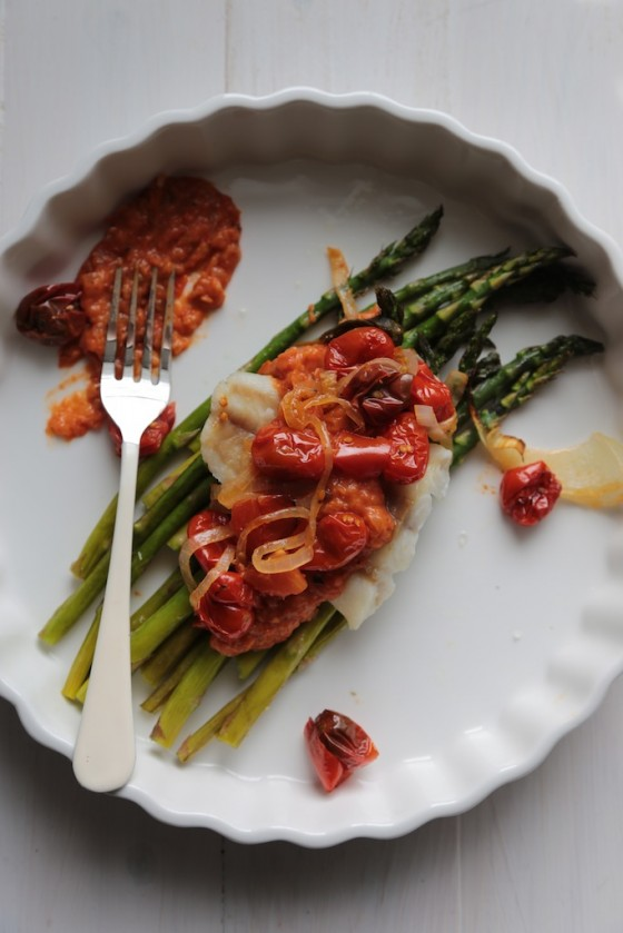30 Minute Roast Asparagus and Cod with Rustic Tomato Sauce #Recipe - www.countrycleaver.com