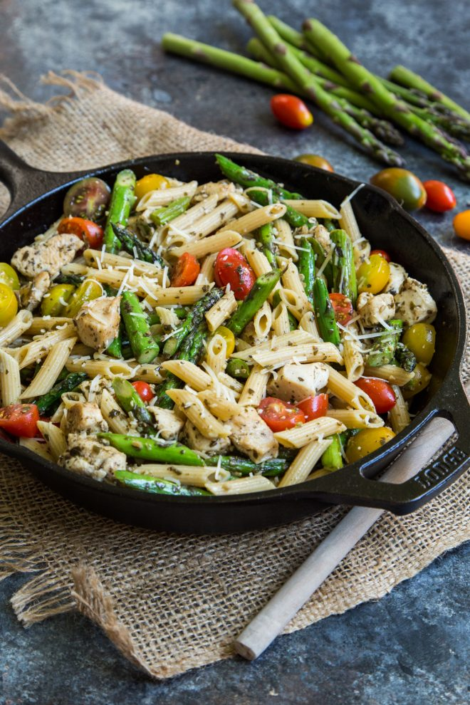 Pesto Chicken Pasta Skillet With Asparagus And Tomatoes Country Cleaver
